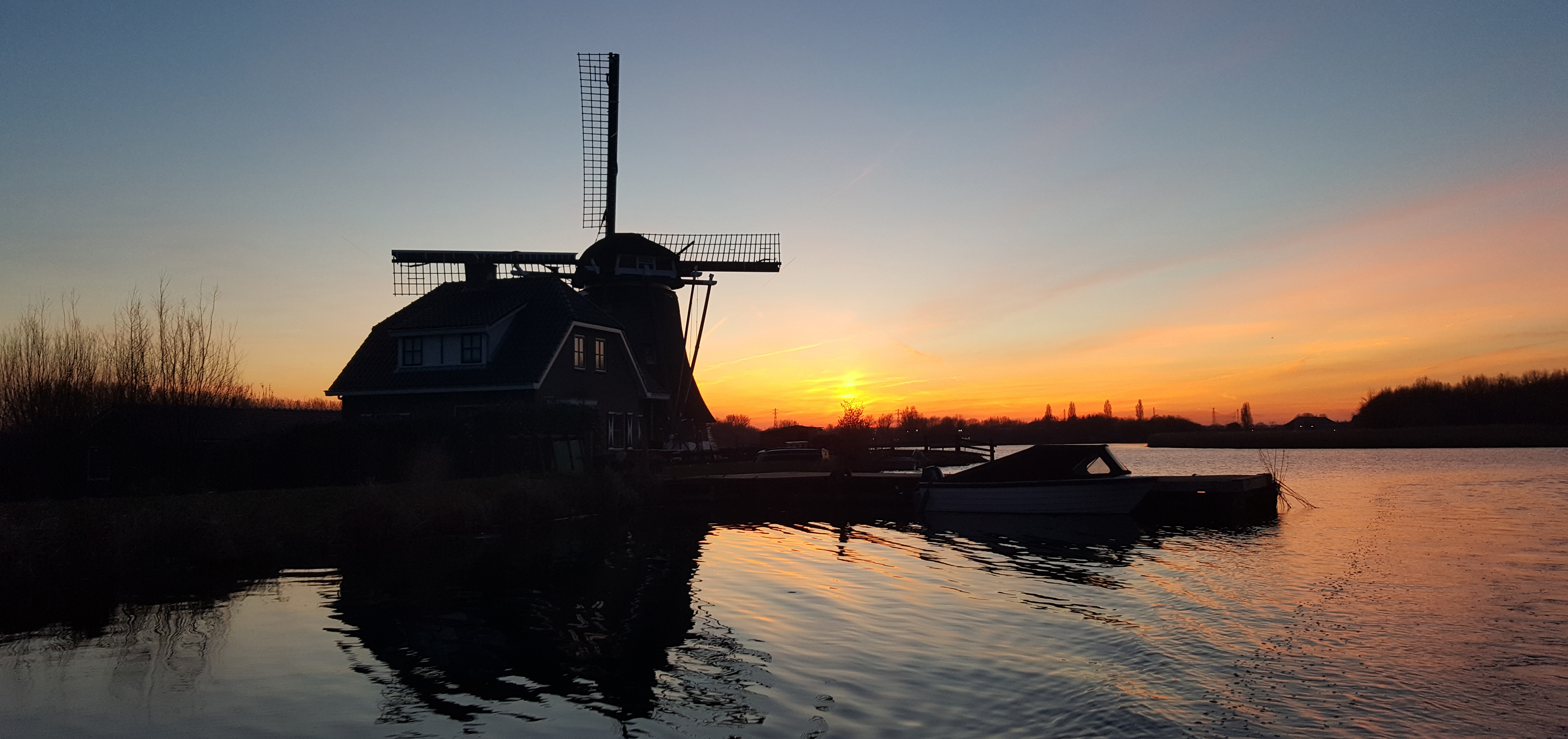 private boat tour Leiden sunset